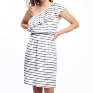 ⭐️NEW⭐️ Old Navy striped off-one-shoulder dress XL